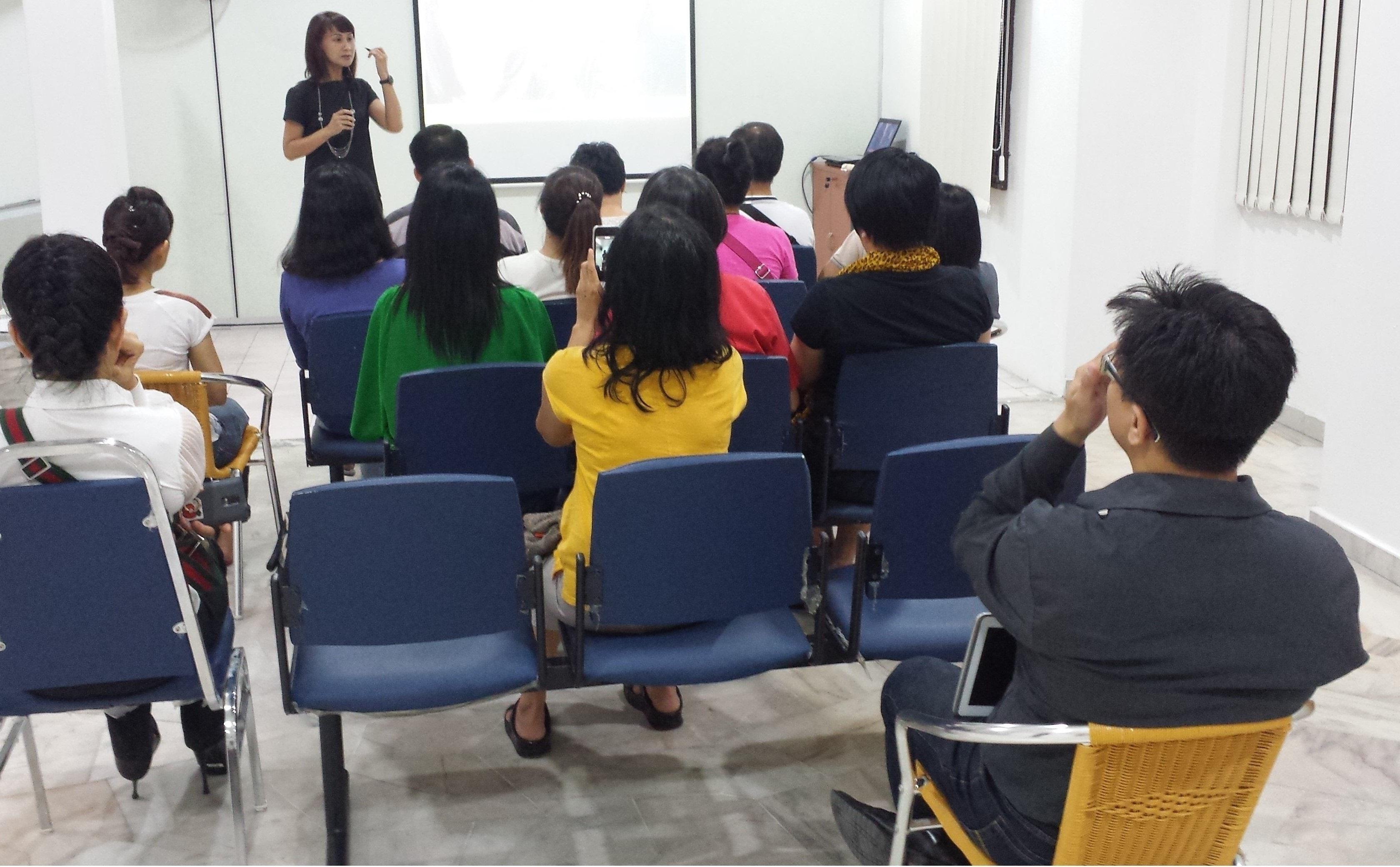 经常举办社区型健康讲座,让民众了解中医养生常识。1